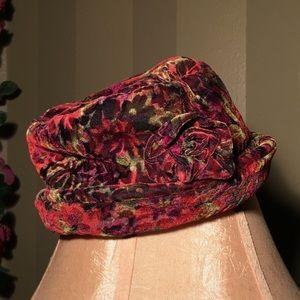 🌸NWOT Beautiful old fashion styled velvet hat
